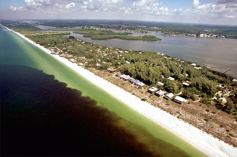 Red tide off Little Gasparilla Island on the west coast of Florida [Credit: Paul Schmidt]