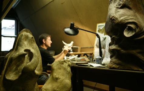 Scientific illustrator and photographer Mick Ellison recreates long-extinct animals that no human has ever <br> actually seen [Credit: Mick Ellison].
