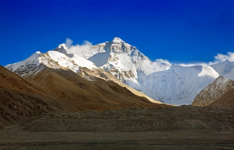 Researchers are looking into the long-term health risks of climbing Mt. Everest [Credit: Utpala, flickr.com].