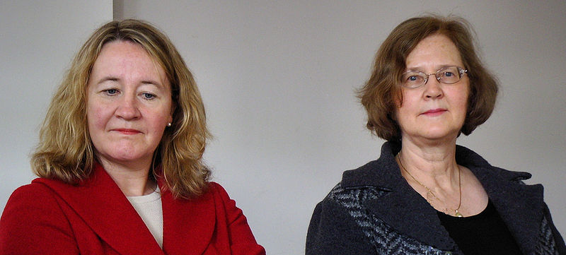 Carol Greider and Elizabeth Blackburn, two of the three winners of this year's Nobel Prize in Medicine. [Credit: Gerbil via Wikimedia Commons]