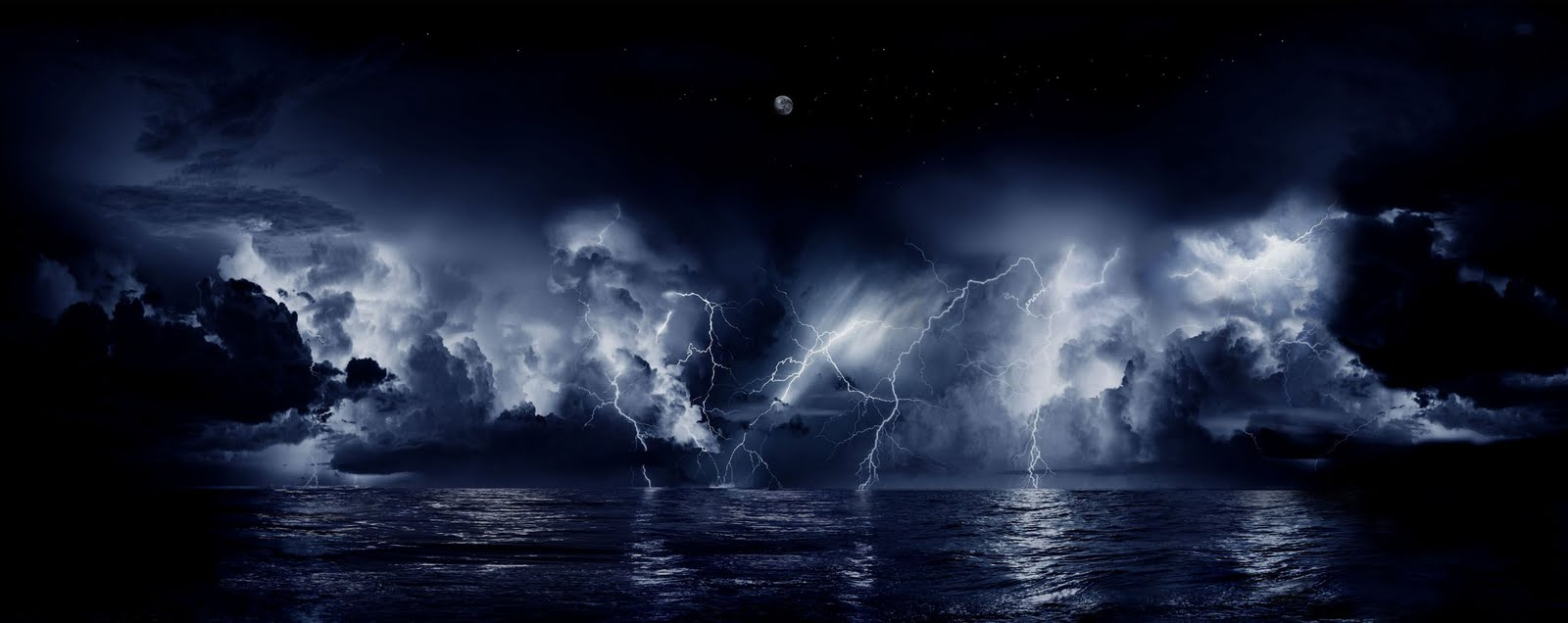 a204af1b7d33 Five lightning strikes at once aren t uncommon here.  Image credit   Worlds9thwonder via Wikimedia Commons