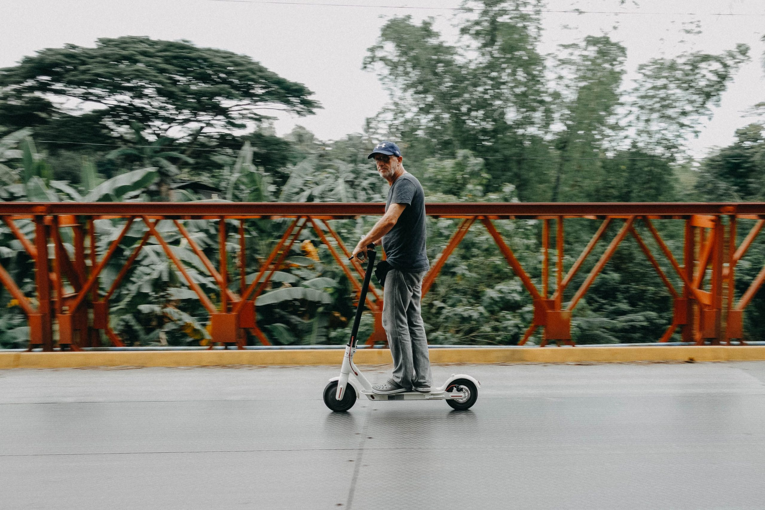 E-scooters are less eco-friendly than taking the bus, cycling or using mopeds, new findings suggest. [Credit: Denniz Futalan, Pexels | CC]